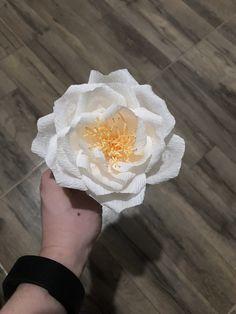 Floare realizată manual din hartie creponata floristica 🙂