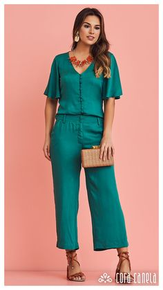 LOOK BOOK 1 – Cora Canela Big Fashion, Green Fashion, Hijab Fashion, Fashion Dresses, Womens Fashion, Maxi Skirt Outfits, Blazer Outfits, Business Casual Attire, Pinterest Fashion