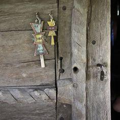 Olteanca Chituci VL.bis lemn.portal det - Biserica de lemn din Olteanca-Chituci… Haile Selassie, Wooden Crosses, Portal, Folk, Collage, Beauty, Wood Crosses, Collages, Popular