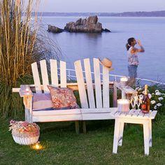 Un fauteuil Adirondack en bois de palette