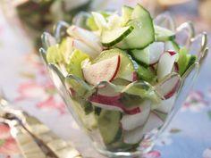 Gurkensalat mit Radieschen ist ein Rezept mit frischen Zutaten aus der Kategorie Gemüsesalat. Probieren Sie dieses und weitere Rezepte von EAT SMARTER!
