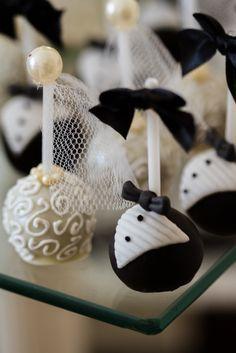 Mesa de doces casamento chanel brigadeiro noivinhos