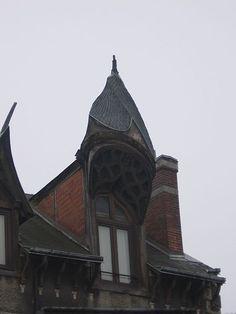 49 rue du Faubourg Saint Jean, angle de la rue des Beaumonts, Orléans   Loiret  France Roof Cap, Slate Art, Dormer Windows, Saint Jean, Roof Design, Interiores Design, Rue, Carpentry, Habitats