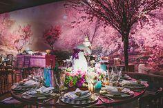 A festa de 15 anos de Letícia Peceto teve decoração inspirada em Alice no País das Maravilhas, assinada pela Concept Party!