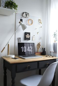 Workspace Reveal / The Befores & Afters black and wood desk, white minimal desk lamp