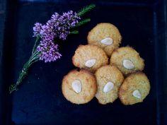 Amarguillos son unas pastas de almendras/ Almond paste Amarguillos
