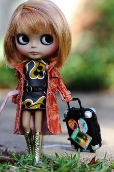 A fashionable Blythe doll, ready to fulfil another 30B430 - to really start a Blythe collection :)