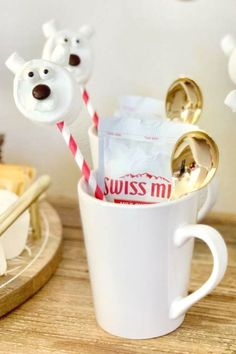 Don't miss this magical Hot Cocoa-themed Christmas party! The polar bear marshmallows topping the hot chocolates are so cute! See more party ideas and share yours at CatchMyParty.com   #catchmyparty #partyideas #christmasparty #polarbearmarshmallows #hotcocoa Winter Wonderland Birthday, Winter Parties, Animal Cakes, Christmas Cocktails, 30th Birthday Parties, Dessert Buffet, Animal Birthday, New Years Eve Party, Animal Party