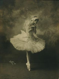 vintage everyday: Anna Pavlova in costume for The Dying Swan c.1910s - The Dying Swan (originally The Swan) is a ballet choreographed by Mikhail Fokine in 1905 to Camille Saint-Saëns's cello solo Le Cygne from Le Carnaval des Animaux as a pièce d'occasion for the ballerina Anna Pavlova.