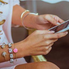 En #RedQueenJoyeria puedes comprar desde tu telefono pulseras y brazaletes adorables como éstos! Conoce la nueva plataforma! www.REDQUEENJOYERIA.com #ShopOnline #Mexico #Jewelry #Bracelets #Pulseras #Pink #EnviosGratis #Fashion #Glam #Trendy #Style #Blog #Blogger #RQJ #Girly #GirlyThingsShop #Shop #CdMx #Joyeria #MarcasMexicanas
