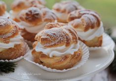 Choux a la creme - DesertdeCasa. Sweets Recipes, Cooking Recipes, Tea Party Desserts, Jacque Pepin, Cream Cake, Cravings, Cheesecake, Food And Drink, Breakfast