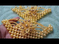 Manta de pérolas com flor - YouTube Diy Jewelry Necklace, Beaded Jewelry, Beaded Bracelets, Decorating Flip Flops, Shoe Image, Hair Beads, Diy And Crafts, Jewelry Making, Make It Yourself