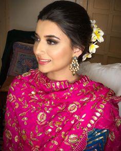 ਤੇਰੇ ਤੇ ਬੱਸ ਮੈਂ ਕਾਬਜ਼ ਹਾਂ ,ਹੱਕਦਾਰੀ ਕਰ ਤਜਦੀਦ ਮੇਰੀ i hope sab ne sunlea eh geet , jina nhi suneya hale tak go and check out on… Punjabi Wedding Suit, Punjabi Suits Party Wear, Designer Punjabi Suits Patiala, Indian Designer Suits, Embroidery Suits Punjabi, Embroidery Suits Design, Embroidery Dress, Hand Embroidery, Nimrat Khaira Suits