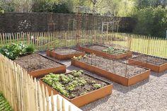 Sammensæt selv størrelsen på dit højbed, ved at købe de enkelte sider her: Garden Urns, Vegetable Garden, Small Gardens, Outdoor Gardens, Herb Garden Design, Rooftop Garden, Diy Planters, Garden Inspiration, Raised Garden Beds