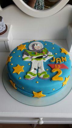 Buzz lightyear. Toy Story Birthday Cake, Toddler Birthday Cakes, Toy Story Party, Baby Birthday, Bolos Toy Story, Woody Cake, Cumple Toy Story, Toy Story Cakes, Toy Story Buzz Lightyear