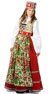Bride Costume (Bunad) from Hallingdal-Norwegia Bride Costume, Folk Costume, Norwegian Vikings, Native Wears, Costumes Around The World, Bridal Crown, Traditional Dresses, Fashion Pictures, Clothes