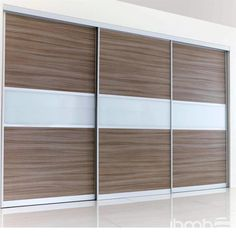 Importar Puertas Aluminio Closet Corredizas Deslizantes de China. Import Wardrobe Aluminum Sliding Doors from China. Wardrobe Laminate Design, Wardrobe Door Designs, Wardrobe Design Bedroom, Bedroom Cupboard Designs, Bedroom Cupboards, Slidding Door, Chocolate Walls, Aluminium Sliding Doors, Wardrobe Handles