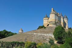 © 2016 Pedro M. Mielgo. Francia. Castillo de Bannes. Edificado en el siglo XIV, fue destruido durante la guerra de los cien años y reconstruido en el siglo XVI.