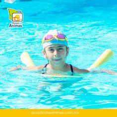 Aunque los niños sepan nadar, no dejes de estar al pendiente cuando estén en la alberca y enséñalos a que no jueguen cerca de desagüe.