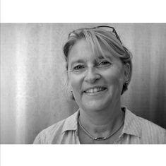 Nous vous proposons de découvrir notre Phare à nous, notre Capitaine bien aimé. Marie-Hélène Lévêque est une femme de caractère, dynamique et dévouée, ancienne infirmière, elle gère aujourd'hui le domaine familial aux côtés de sa mère Françoise Lévêque.