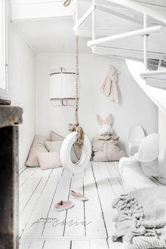 Kids fit. A swing in the kids room.