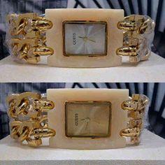 Jam Tangan Guess Marmer Rantai Square Harga : Rp 205.000,-  Spesifikasi : Tipe : jam tangan wanita Kualitas : kw super Diameter : 3cm Tali : rantai  Pemesanan bisa hubungi :  SMS 081929271117 Pin BB 270C3124