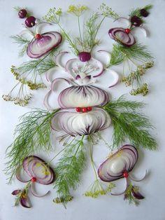 Amazing floral art using onion and other vegetables L'art Du Fruit, Fruit Art, Veggie Art, Vegetable Carving, Art Carved, Weird Food, Crazy Food, Edible Flowers, Edible Art