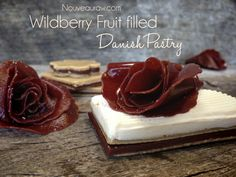 Wildberry-Fruit-Filled-Danish-Pastry Raw and Vegan Raw Vegan Desserts, Raw Food Recipes, Vegan Food, Snack Recipes, Snacks, Gluten Free Treats, Paleo Treats, Raw Cake, Common Ground