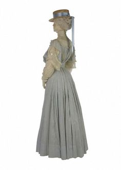 Summer day dress, designer unknown, 1905. History of Fashion 1900 - 1970 - Victoria and Albert Museum