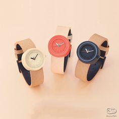 """日本のデザインのパイオニア、渡辺力が子供たちのためにデザインしました。""""こども腕時計"""""""