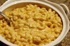 Máte rádi těstoviny? Pokud už nemáte nápady na omáčky, vyzkoušejte si připravit domácí sýrovou omáčku za pár minut.
