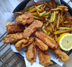 Homemade Fish And Chips, Homemade Ramen, New Recipes, Dinner Recipes, Favorite Recipes, Seasoned Fries, Beer Battered Fish, Hot Apple Cider, Grilled Meat