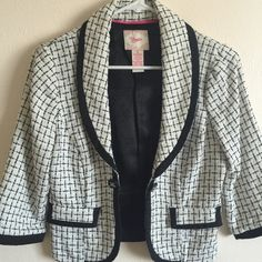 Candie's blazer Black and white tweed blazer. Mixed blend of acrylic/polyester and contrasting cotton/spandex. Super chic! Only worn a few times. Excellent condition! Candie's Jackets & Coats Blazers