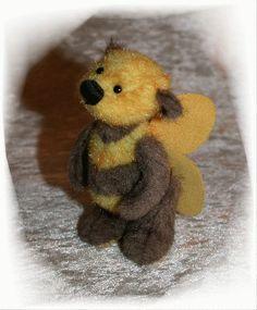"Items similar to Little bee ""Brummsie"" , order your, by Ah-hA BÄREN (artist bear) on Etsy Needle Felted Animals, Felt Animals, Needle Felting, My Teddy Bear, Cute Stuffed Animals, Bee Art, Bee Theme, Save The Bees, Bee Happy"