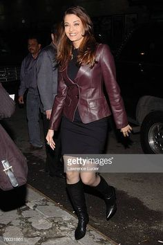 "Kevin James and Aishwarya Rai Appear Outside ""The Late Show with David Letterman"" - February 2005 Aishwarya Rai Hairstyle, Aishwarya Rai Young, Aishwarya Rai Photo, Aishwarya Rai Bachchan, Indian Bollywood Actress, Indian Actresses, 90s Grunge Hair, Kevin James, Celebrity Portraits"