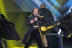 "Norwegian popstar Raylee premieres New Song ""Falling Awake"" / ノルウェーのポップスターRayleeが新曲「Falling Awake」を発表した。"