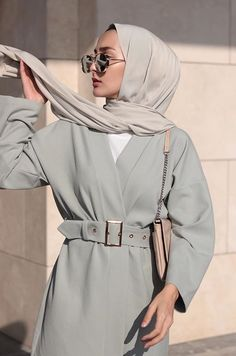hijab outfit Ideas Style Vestimentaire Femme Robe For 2019 Picture frames are another example of Hijab Fashion Summer, Modern Hijab Fashion, Abaya Fashion, Muslim Fashion, Modest Fashion, Cheap Fashion, Casual Hijab Outfit, Hijab Chic, Hijab Dress