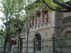 El Museo de Zaragoza está ubicado en un bello edificio que fue proyectado por el arquitecto municipal Ricardo Magdalena y Julio Bravo, como Pabellón de las Artes en la Exposición Hispano – Francesa de 1908.