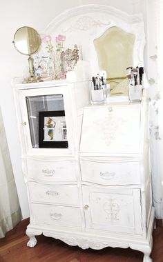 "Little Shabby History: My ""Makeup"" Storage"