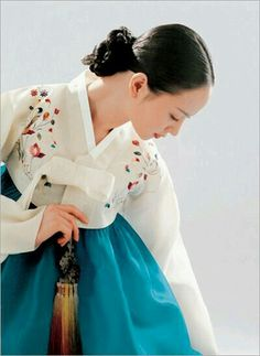 Nice Hanbok..  =)