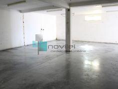 Espaço Amplo para comercio ou armazém. Venda ou arrendamento.  #venda #arrendamento #imoveis #imobiliaria #loja #garagem #armazem #leiria #novilei