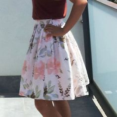 This is the second skirt which I created in my sewing frenzy, very similar to the first one but a little shorter and with the prettiest pink floral fabric. Made from a stiffercottonlinen blend, I…