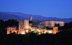 La Alhambra de noche, Granada, España