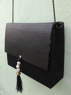 Bolsa feita de papelão super prática e rápida de fazer e pode ser feita de diversas cores