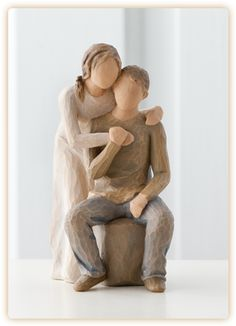 A pure and simple of enduring love You & Me, Willow Tree figurine. The perfect heartfelt gift for a loved one. Willow Tree angels and figurines form a wonderful collection representing qualities and sentiments that make us feel close to others. Willow Figures, Willow Tree Engel, Willow Tree Figuren, Valentine Day Gifts, Valentines, Collectible Figurines, Wedding Cake Toppers, You And I, Sculptures