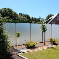 Sichtschutz Garten mit einem eleganten Glaszaun - Pfostensystem Aundo