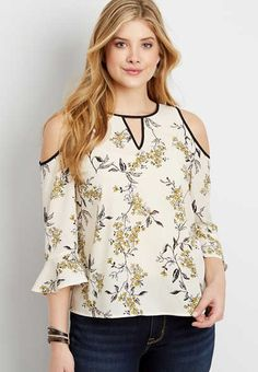 flutter sleeve old shoulder floral blouse - alternate image Trendy Tops, Cute Tops, Blouse Dress, Floral Blouse, Looks Plus Size, Plus Size Blouses, Work Attire, Blouse Styles, Crochet Clothes