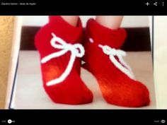Zapatos tejidos - ideas de regalo - Tejiendo con Laura Cepeda Knitted Slippers, Crochet Videos, Knitting, Blog, Diy, Youtube, Fashion, Fuzzy Slippers, Carpet