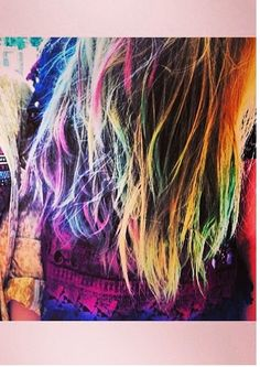 Multi-colored tips. Always a fun look #hairchalk