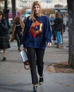 #QueMePongoHoy: La semana se empieza en una sweatshirt con acentos brillosos. via GRAZIA MEXICO MAGAZINE official Instagram - #Beauty and #Fashion Inspiration - Beautiful #Dresses and #Shoes - Celebrities and Pop Culture - Latest Sales and Style News - Designer Handbags and Accessories - International Advertising Campaigns - Gifts and Bargain #Shopping Guide - Famous Luxury Brands on Instagram - Trendsetters Fashionistas and Shopaholics - Editorial Magazine Covers - Supermodels and Runway…